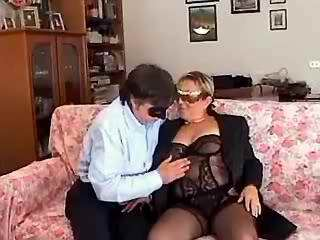 Man licks out pussy of chubby lady in stockings