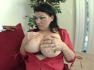 Guy licks pussy of chubby mature with round boobs