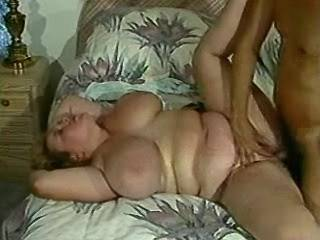 Man fucks chubby girl with natural melons in bed