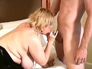 Man hard drills blonde fatty with huge tits in bed