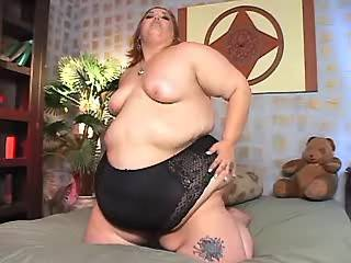 Enormous woman spoils amateur latin dude in bed