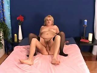 Chubby mature in stockings gets cum after anal
