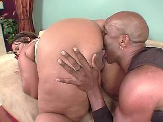 Guy eats out juicy chocolate pussy of chubby slut